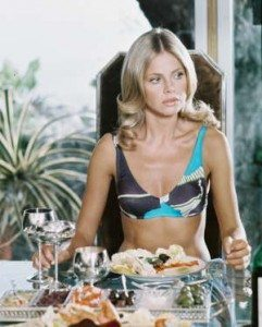 britt-ekland-as-mary-goodnight