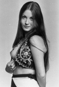 jane-seymour-as-solitaire